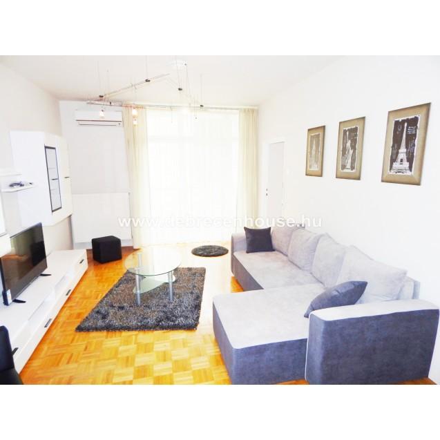 2 bedrooms flat next to uni, in Dóczy József street 160K