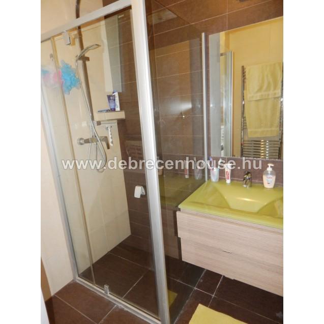2 rooms flat next to medical uni. 200K