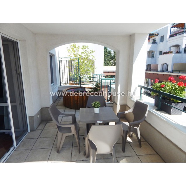 Cozy, 2 bedrooms flat in city center, at new building. 160K