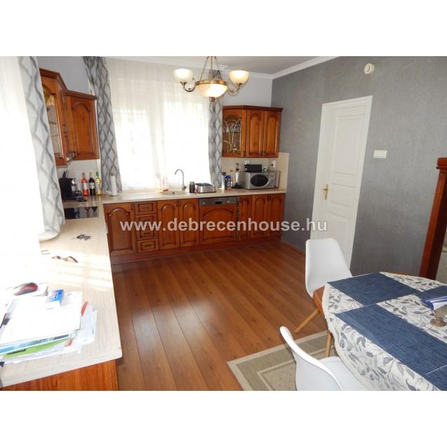 Hatvan utcai kertben, önálló családi ház eladó. 79.9 m. Ft.