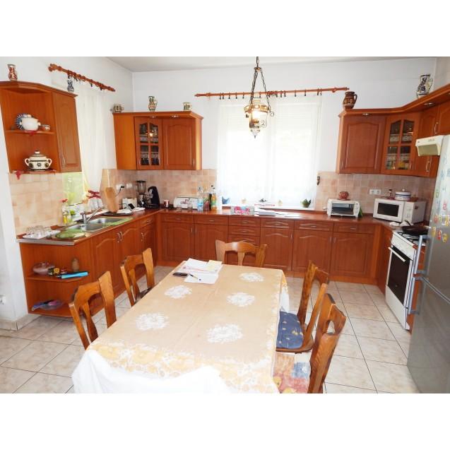 Kerekestelepi, szabadonálló, földszintes családi ház eladó. 53.9 m. Ft.