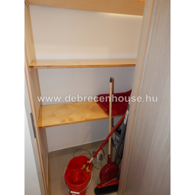 Refurbished, modern 1 bedroom flat between the tram lines in center. 130K