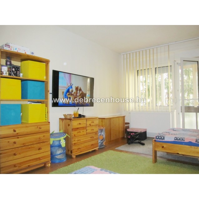 FOR SALE! Living room + 2 bedrooms flat with 2 balconies next to tram 1 in Simonyi street.