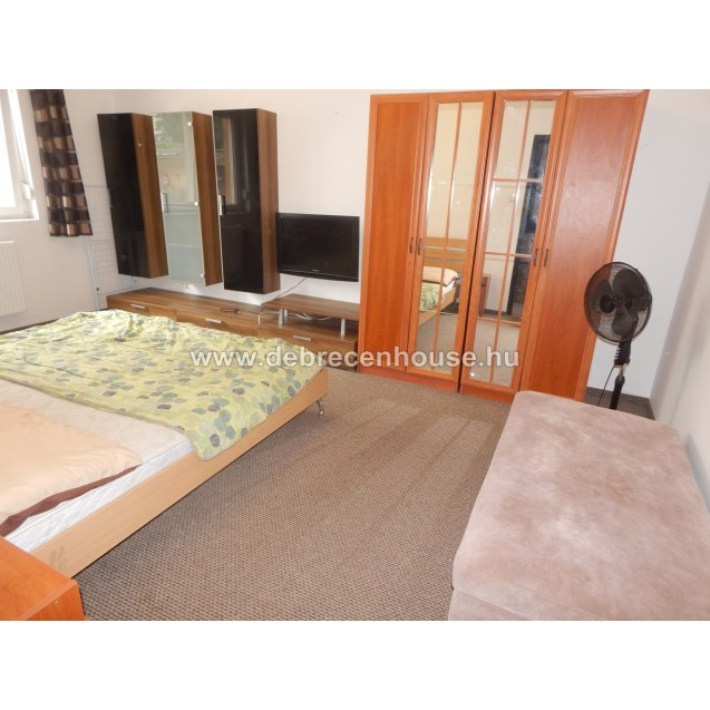 Female student looking for a Female flatmate. At city center.  50 K /  person