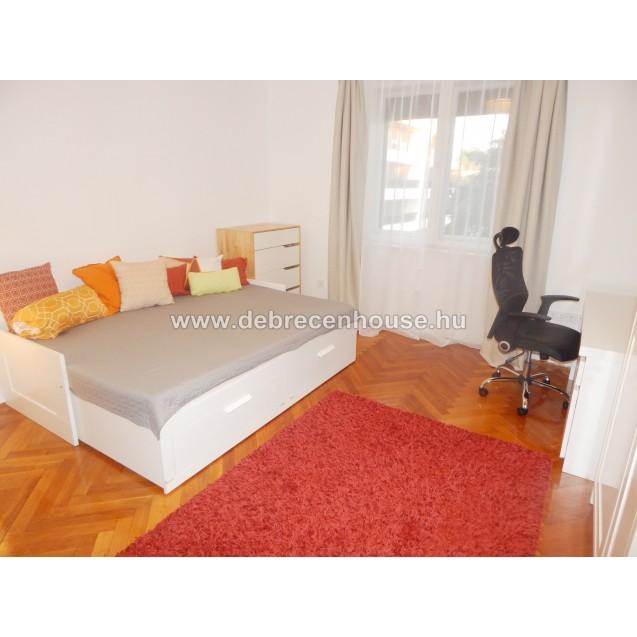 2 bedrooms flat next to Medical uni. 180K