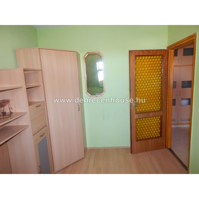 Living room + 3 rooms flat next to Kassai Campus. 160K
