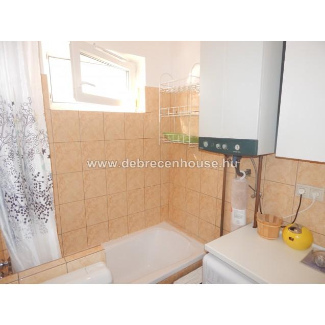 Refurbished 1 bedroom flat behind the Fórum - Pláza area. 130 K.