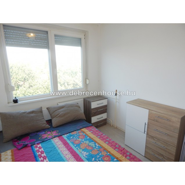 Felújított, 2+1 szobás lakás az egyetemek között eladó. 27.5 m. Ft. / Refurbished 2 bedrooms flat for SALE between the Agri. and Med. uni. 27.5 m. Ft.