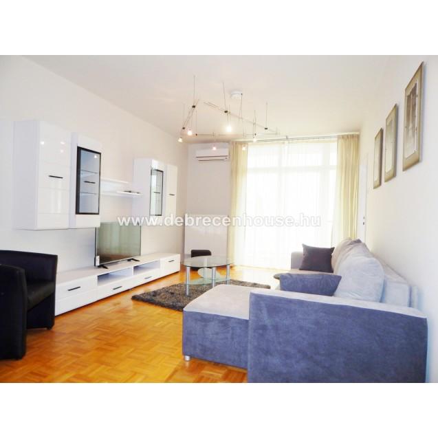Egyetemváros - Nagyerdő, 3 szobás, 2 erkélyes, felújított lakás eladó. 39.99 m. Ft.